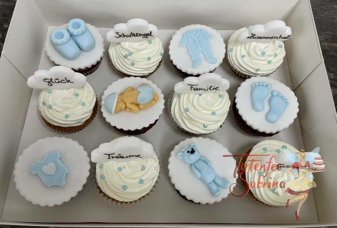 Cupcakes - Alles in Blau, hier sind die Cupcakes mit verschiedenen Babymotiven und Sprechblasen mit Botschaften verziert.
