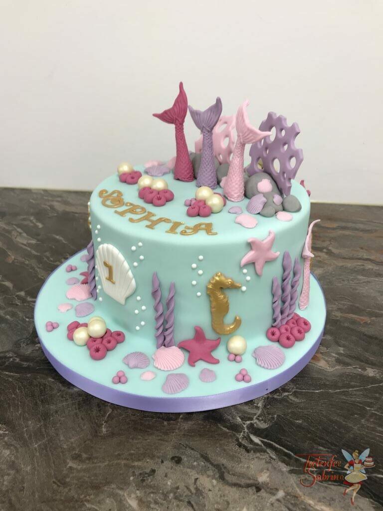 Geburtstagstorte Mädchen - 3 Nixen unter Wasser und sind umgeben von einer Wasserwelt mit Muscheln, Seesternen und Seepferdchen.