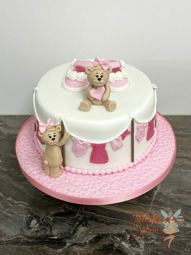Babytorte - Bärchen mit der Babywäsche auf der Wäscheleine, oben sitzt ein Bärchen zwischen rosa Schüchen.