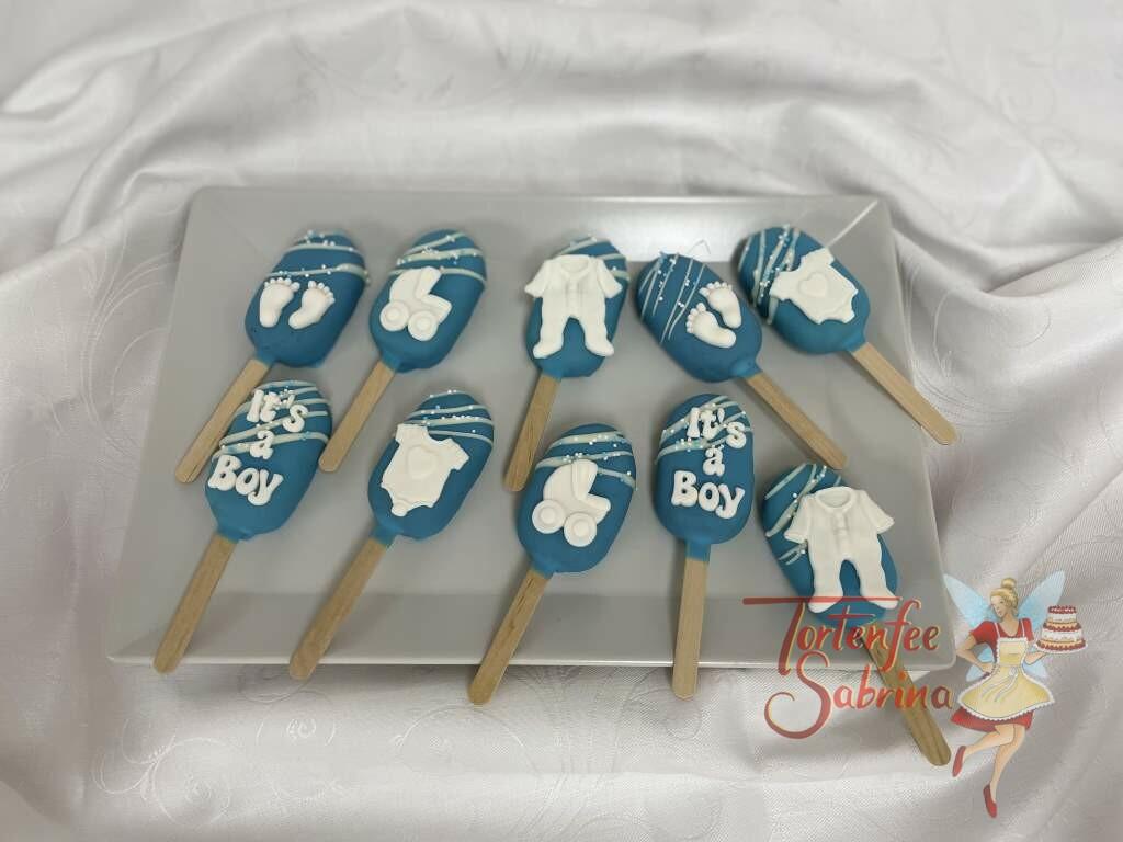 Cakesicles - Blaue Babysachen, hier wurden die Leckerbissen blau eingefärbt und mit verschiedenen Babymotiven verziert.