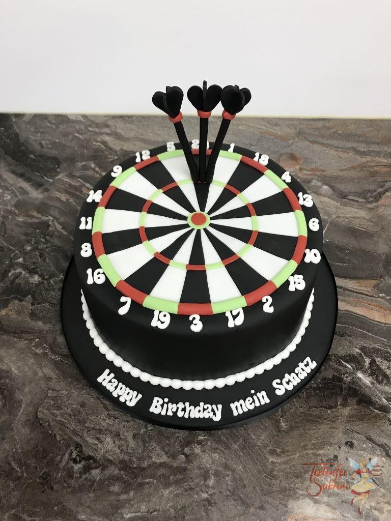 Geburtstagstorte Erwachsene - 180ty. Diese Torte im Design einer Dartscheibe, und natürlich wurde 3 mal die 60zig getroffen.