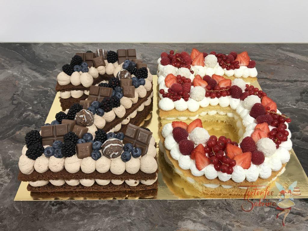 Geburtstagstorte Erwachsene - 25 fruchtig und süß. Diese Torte wurde mit Süßigkeiten und verschiedenen Beeren verziert.
