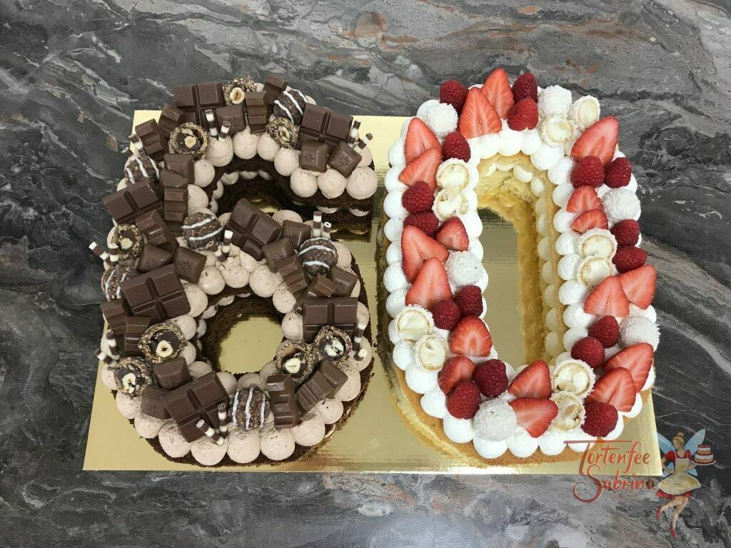 Geburtstagstorte Erwachsene - 60er scholkoladig und fruchtig ist dieser Number Cake, verziert mit Erdbeeren, Himbeeren und verschiedenen Süßigkeiten.