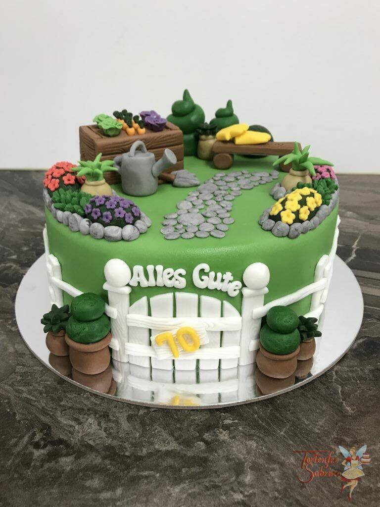 Geburtstagstorte Erwachsene - Ab ins Beet heißt es bei dieser Torte, hinter dem weißen Zaun verbergen sich viele Blumen und Gemüse.