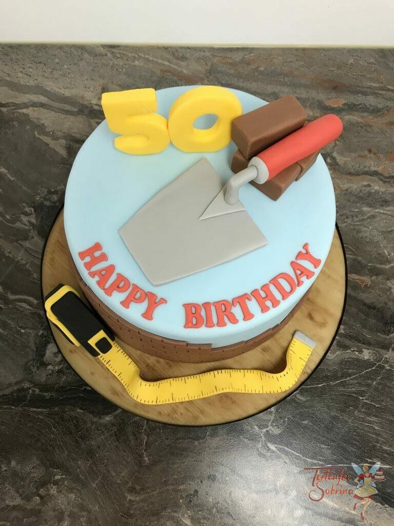 Geburtstagstorte Erwachsene - Auf der Baustelle wir viel Werkzeug gebraucht, hier wurden ein paar Dinge modelliert.