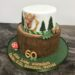 Geburtstagstorte Erwachsene - Baumstamm mit Hirsch, verziert mit Bäumen, Eicheln, Blättern und Schwammerl.