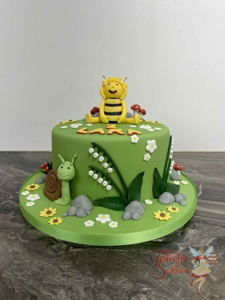Geburtstagstorte Mädchen - Biene Maja auf der Blumenwiese, ebenso auf der Torte eine Schnecke und ein Maiglöckchen.