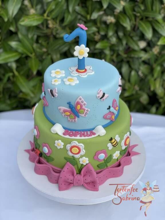 Geburtstagstorte Mädchen - Bienen und Schmetterlinge nach diesem Motto wurde diese Torte dekoriert, unterer Abschluß ist eine rosa Schleife.