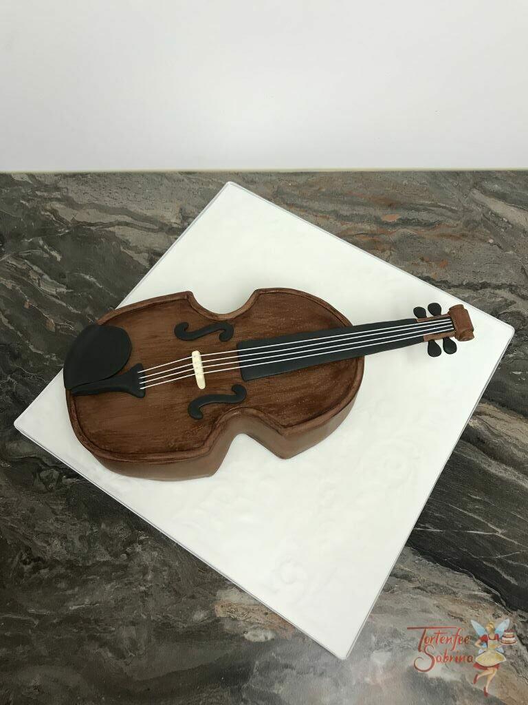Geburtstagstorte Mädchen - Braune Violine, diese Torte in Form einer Violine wurde in brauner Holzoptik eingedeckt und mit den Saiten versehen.