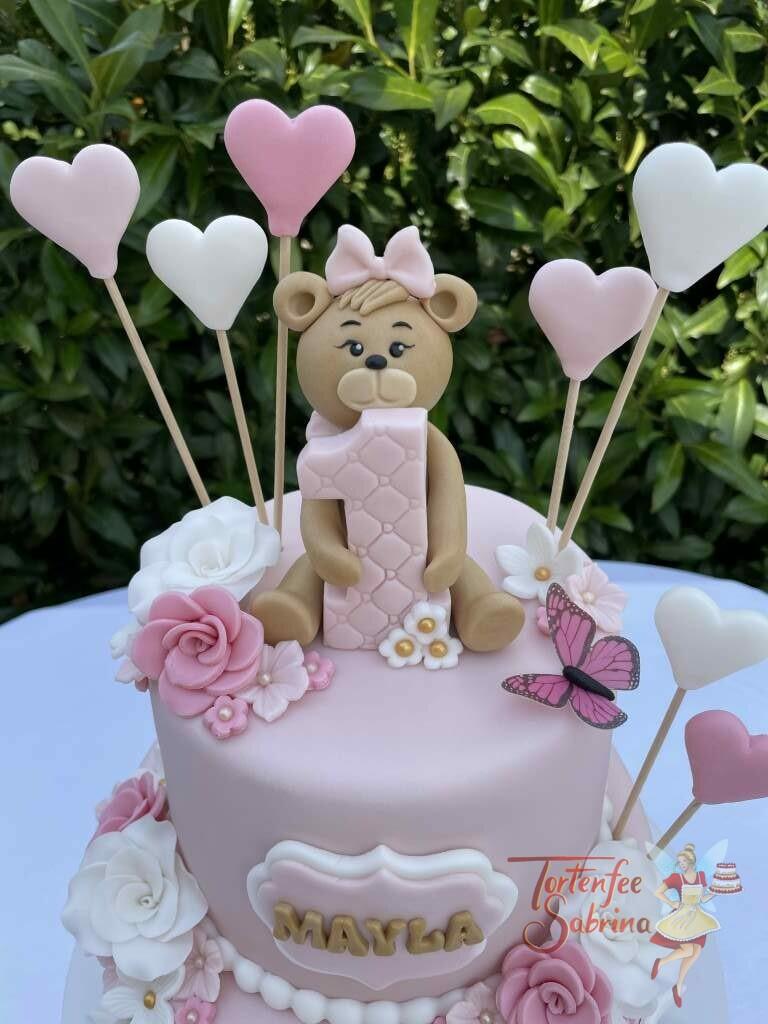 Geburtstagstorte Mädchen - Die 1 ganz groß mit einem süßen Bärchen, ebenfalls wurde die Torte mit Herzen und Rosen dekoriert.