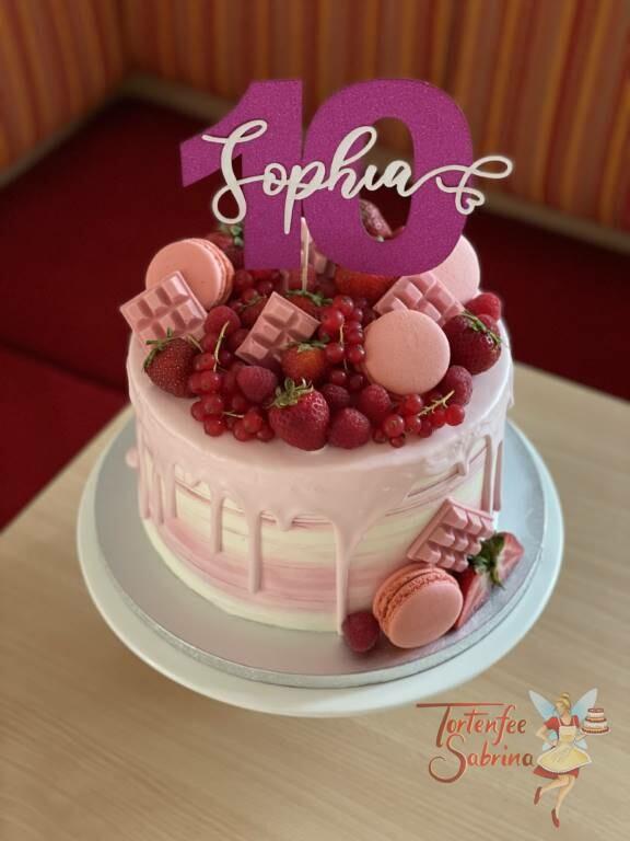 Geburtstagstorte Mädchen - Die Zehn in lila gibt es mit vielen verschiedenen Früchten und leckeren Süßigkeiten.