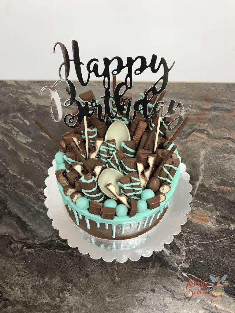 Geburtstagstorte Mädchen - Drip in der Farbe Türkis ziert diese Torte und ein paar von den vielen Süßigkeiten und ein Cake Topper.