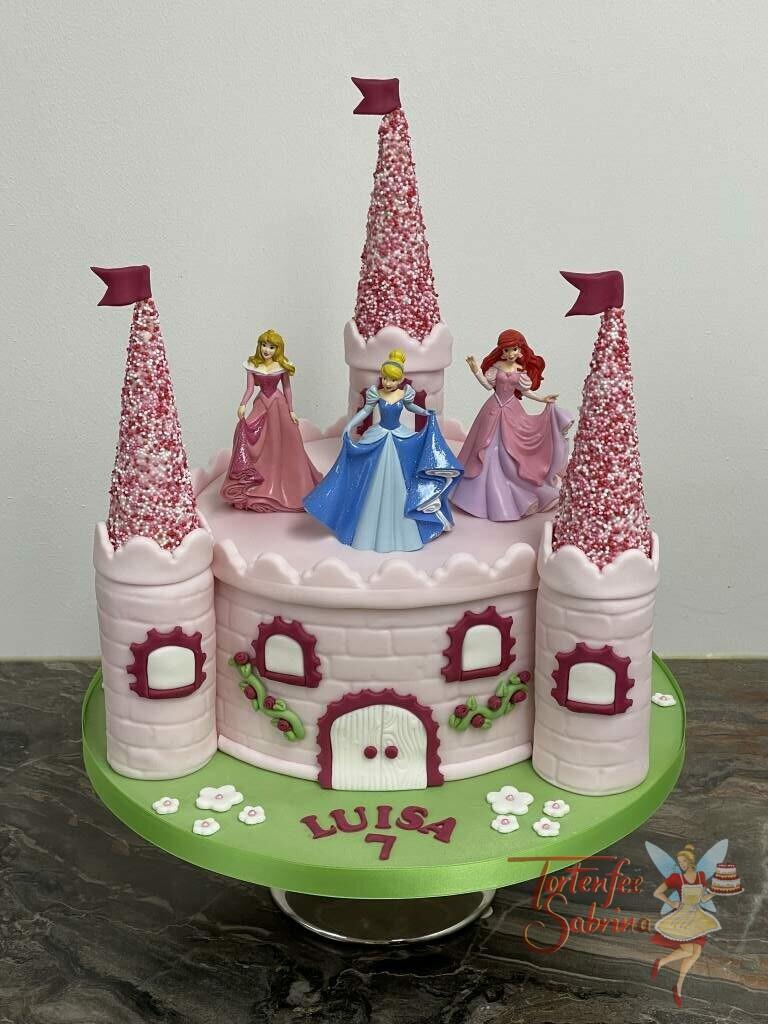 Geburtstagstorte Mädchen - Ein Schloss für Prinzessinnen mit 3 Türmen aus vielen bunten Zuckerperlen.