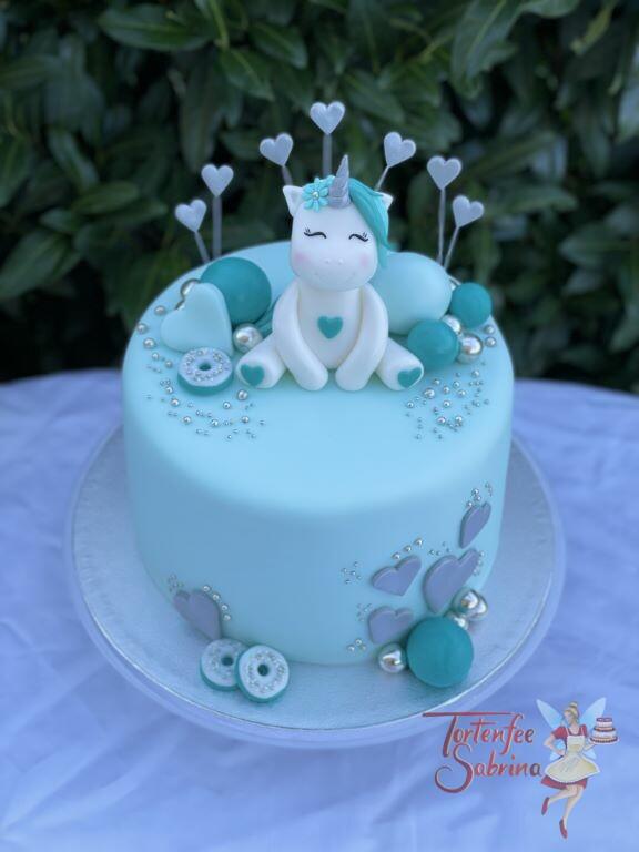 Geburtstagstorte Erwachsene - Einhorn in der Farbe türkis, dekoriert wurde die Torte mit vielen Herzen und Süßigkeiten.