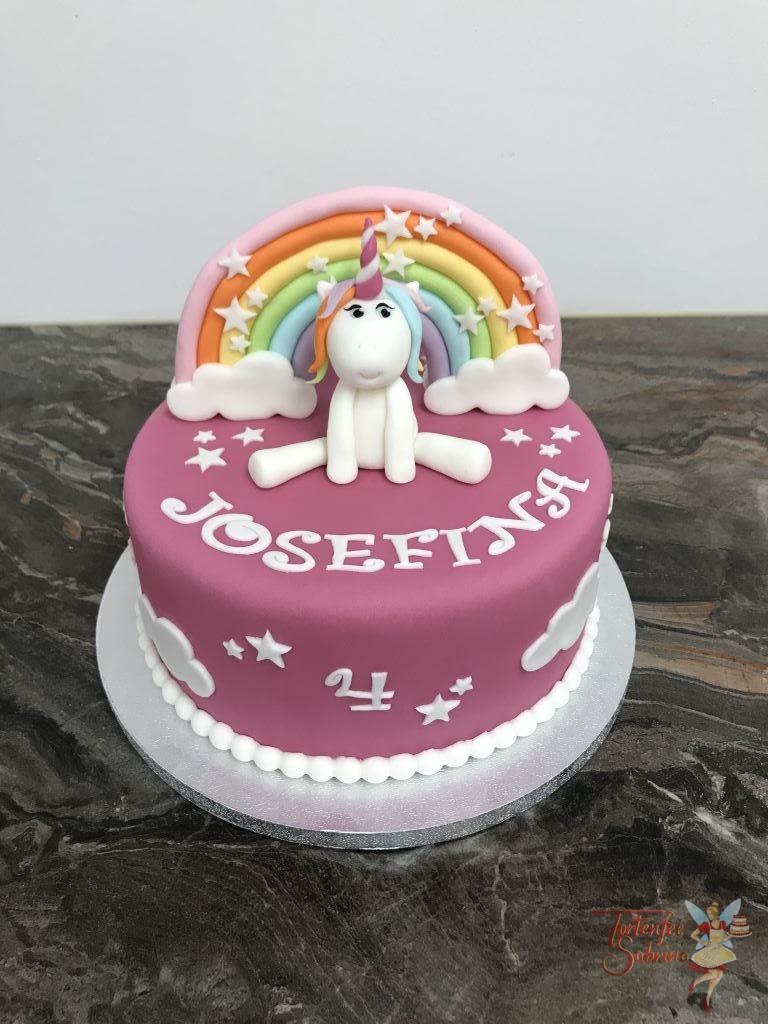 Geburtstagstorte Mädchen - Einhorn mit Regenbogen mit vielen bunten Farben sowie Wolken und Sternen
