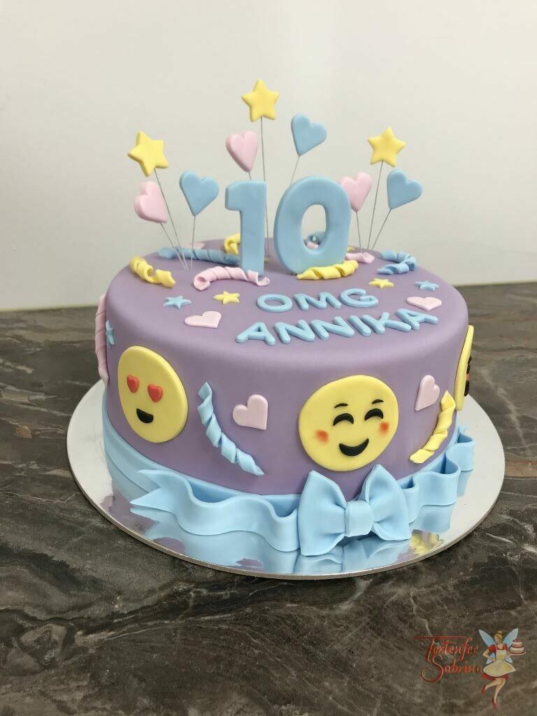 Geburtstagstorte Mädchen - Emoticon OMG, hier sind alle Smilies zu sehen oben zieren die Torte Herzen und Sterne unten die Schleife.