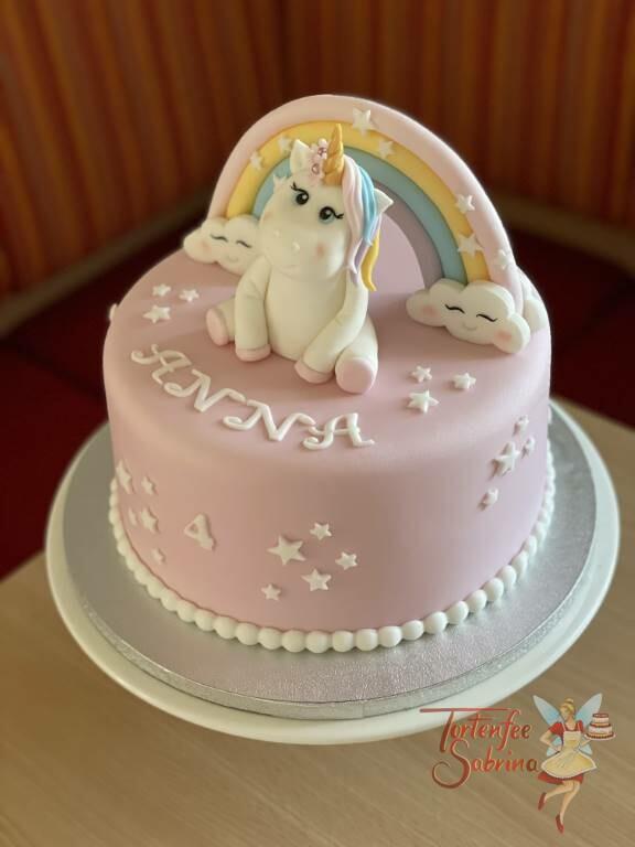 Geburtstagstorte Mädchen - Entzückendes Einhorn mit einem buntem Regenbogen und weißen Sternen.