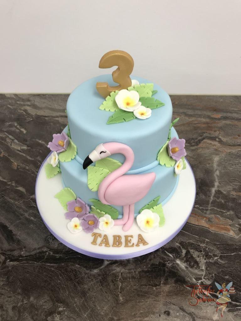 Geburtstagstorte Mädchen - Flamingo im Teich ist umgeben von vielen Seerosen und Blättern, ganz oben ist eine goldene 3.