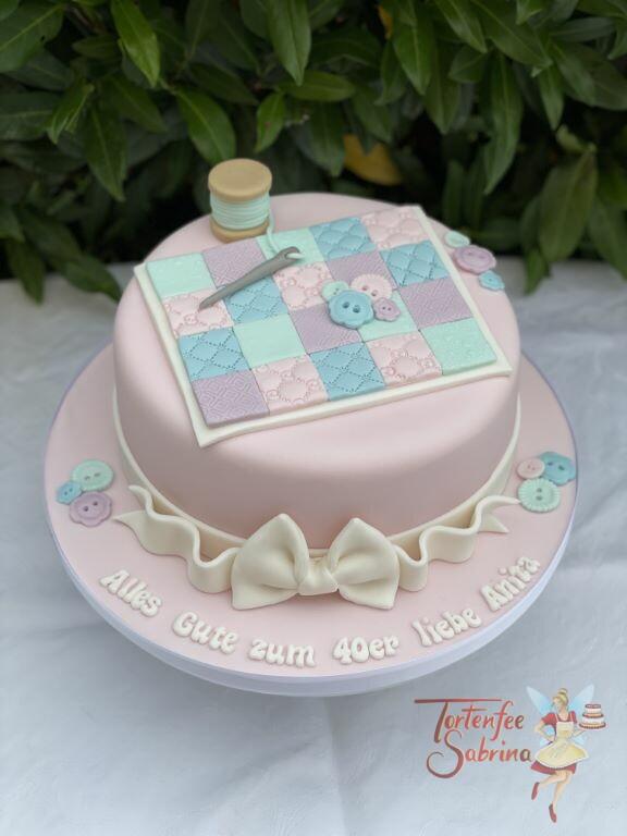 Geburtstagstorte Erwachsene - Fleckerteppich wurde mit Nadel und Faden zusammengenäht, der untere Abschluß ist eine Schleife.