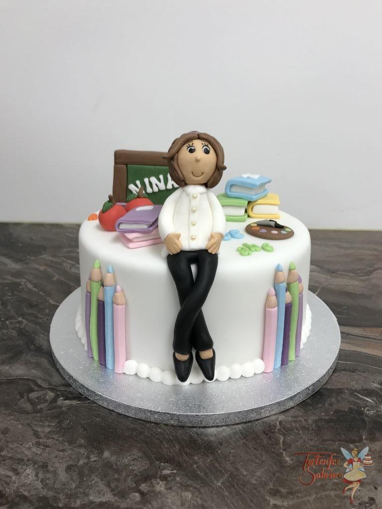 Geburtstagstorte Mädchen - Fleißige Schülerin ist das Thema bei dieser Torte. Sie ist noch verziert mit Büchern und Stiften.