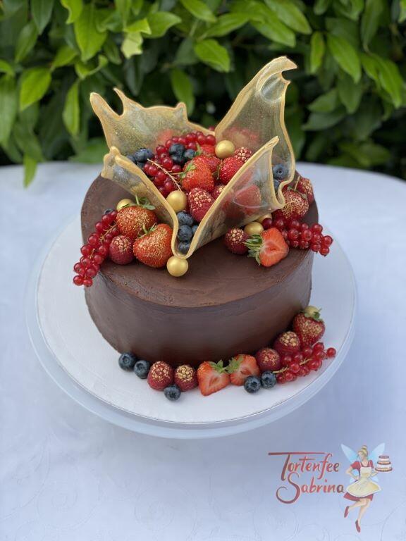 Geburtstagstorte Erwachsene - Früchte in der Zuckerschale, eine geschwungene und goldene Schale gefüllt mit Beeren.