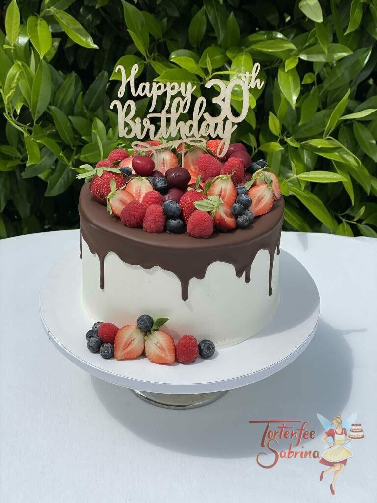 Geburtstagstorte Erwachsene - Früchte hoch 30-ig, dafür spricht dieser wunderschöne Cake-Topper aus Holz umgeben von vielen Früchten.