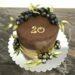 Geburtstagstorte Erwachsene - Goldige Beeren zieren diese Torte, sie wurden mit goldener Farbe veredelt, genauso wie die Blätter und die Torte.