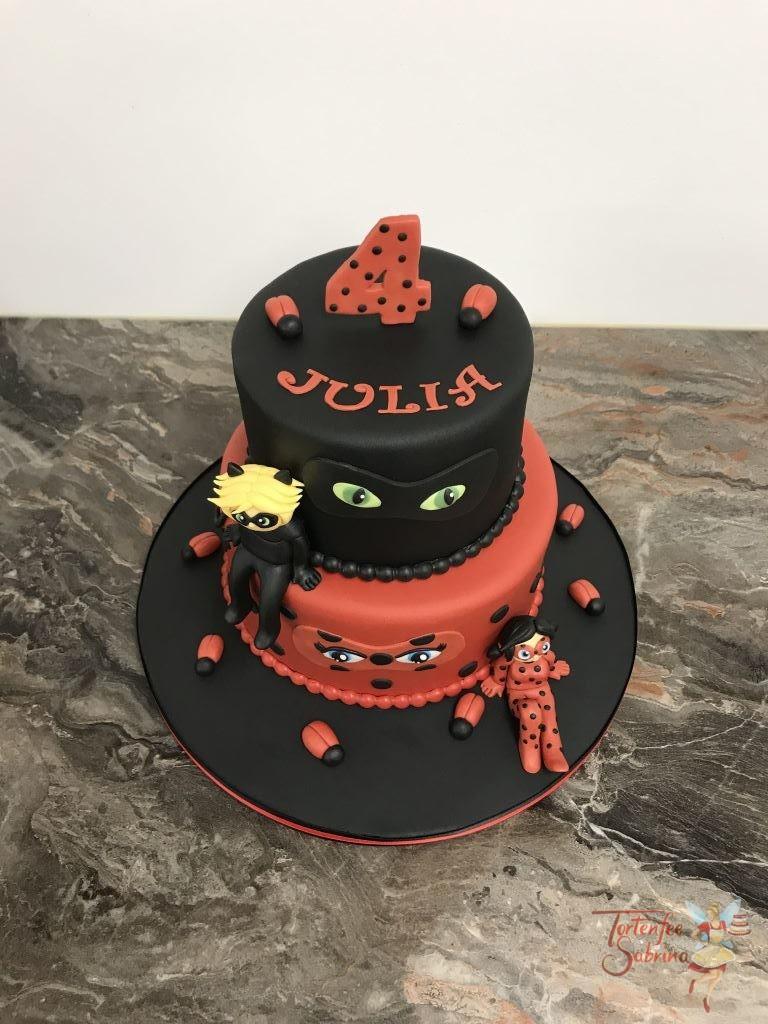 Geburtstagstorte Mädchen - Ladybug in black and red. Die Torte ist zweifärbig eingedeckt in den Farben der beiden Heldinnen.