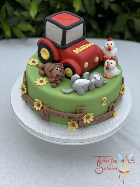Geburtstagstorte Buben - Matteo´s roter Traktormit seinen tierischen Freunden auf der Bauernhofwiese mit Blumen.
