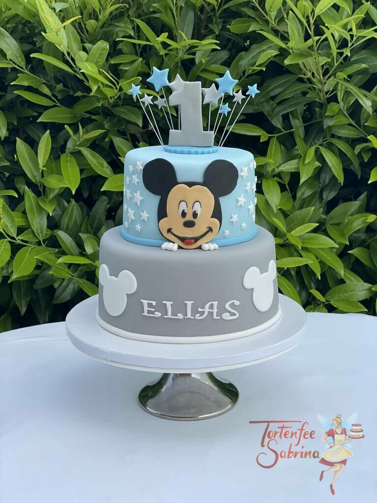Geburtstagstorte Buben - Mickey mit blauen und grauen Sterne und einer ganz großen 1 oben. Die Torte wurde in den Farben blau und grau eingedeckt.