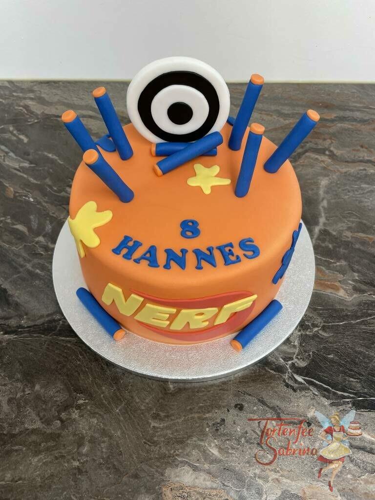 Geburtstagstorte Buben - NERF mit Zielscheibe, eine orangfarbene Torte mit dem Emblem und den passenden Cup-Cakes.