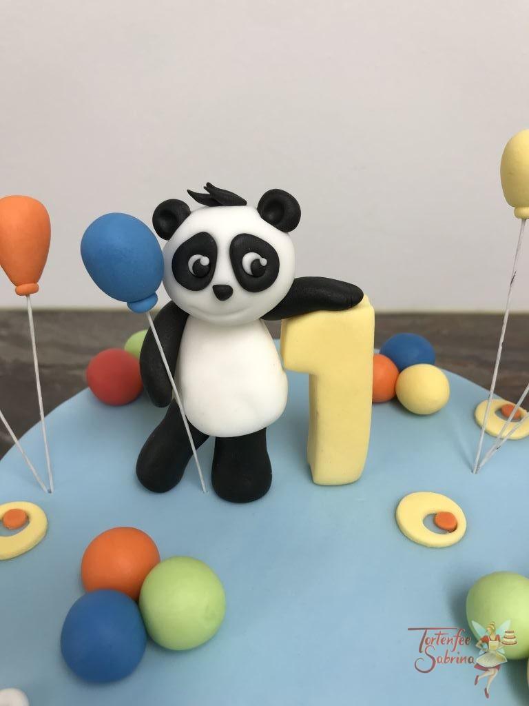 Geburtstagstorte Buben - Party mit Zootieren und vielen bunten Luftballons, mit auf der Torte sind eine Giraffe, ein Pandabär und ein Zebra.