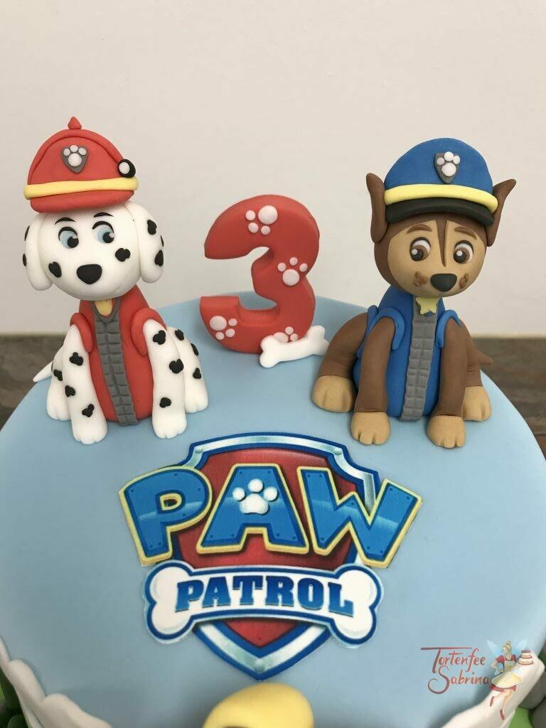 Geburtstagstorte Buben - Paw Patrol Zentrale mit 2 Fellfreunden, Chase und Marshall posieren oben auf der Torte.