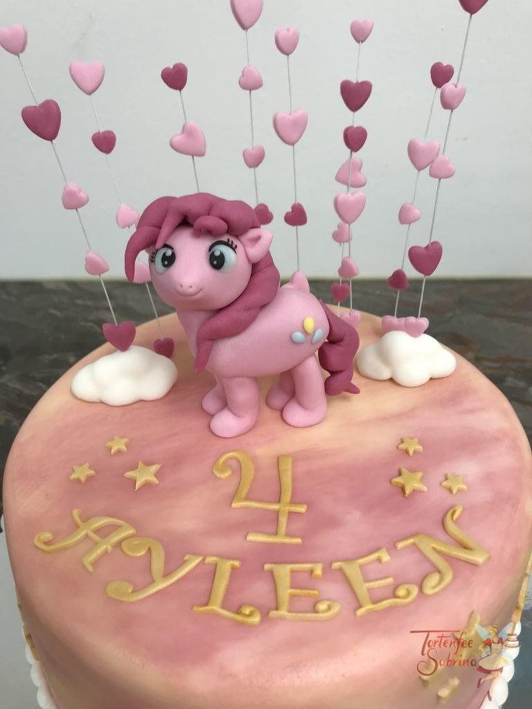 Geburtstagstorte Mädchen - Pinkie Pie mit Herzen und Regenbogen, auf dieser schimmernden Torte steht eine Figur der litte Ponys.