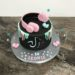 Geburtstagstorte Mädchen - Rosa Kopfhörer mit Tik Tok Logo, ebenfalls wurde die Torte mit einem rosa und türkisem Drip.