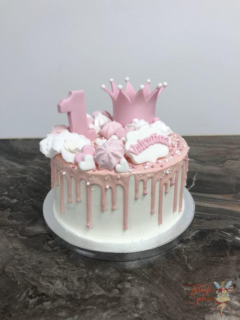 Geburtstagstorte Mädchen - Rosa Krönchen ziert diese Torte, weiters wurde die Torte mit einem dezenten rosa Drip versehen.