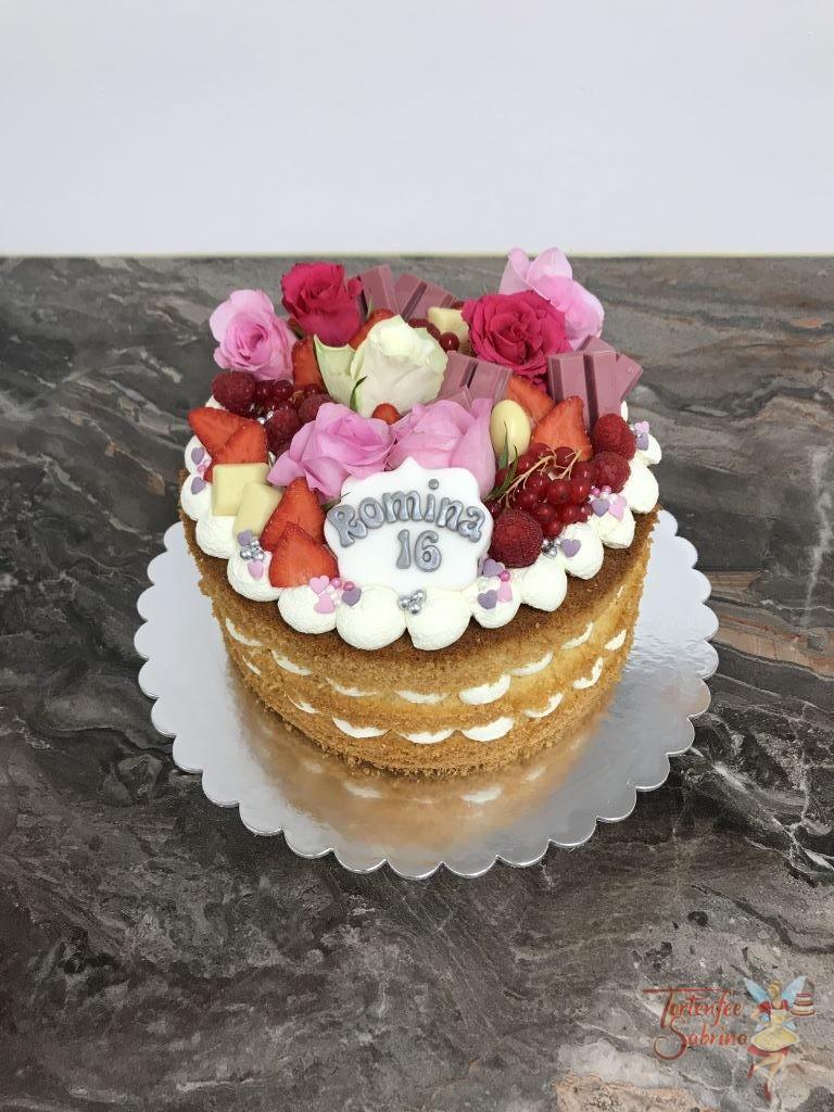 Geburtstagstorte - Rosa mit Rot. Ein Naked Cake mit fruchtig und süßer Verzierung. Ebenfalls auf der Torte sind in den passenden Farben Rosen.