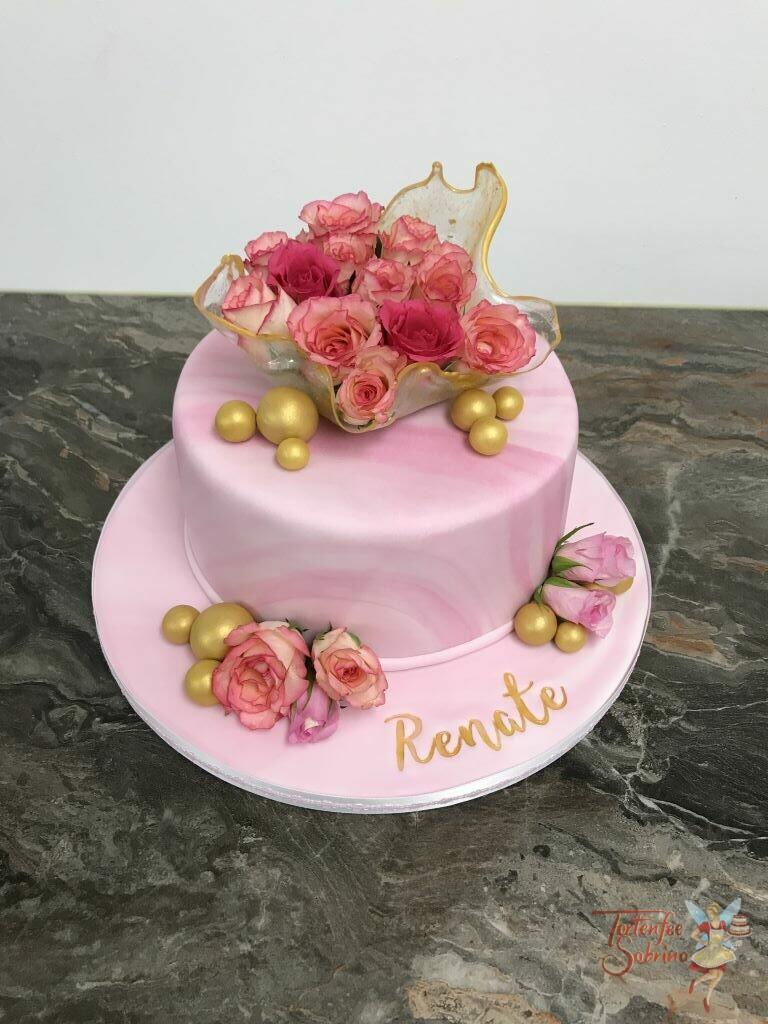 Geburtstagstorte Erwachsene - Rosa Rosen in einer Zuckerschale welche mit Gold verziert wurde, auf einer rosa marmorierten Torte.