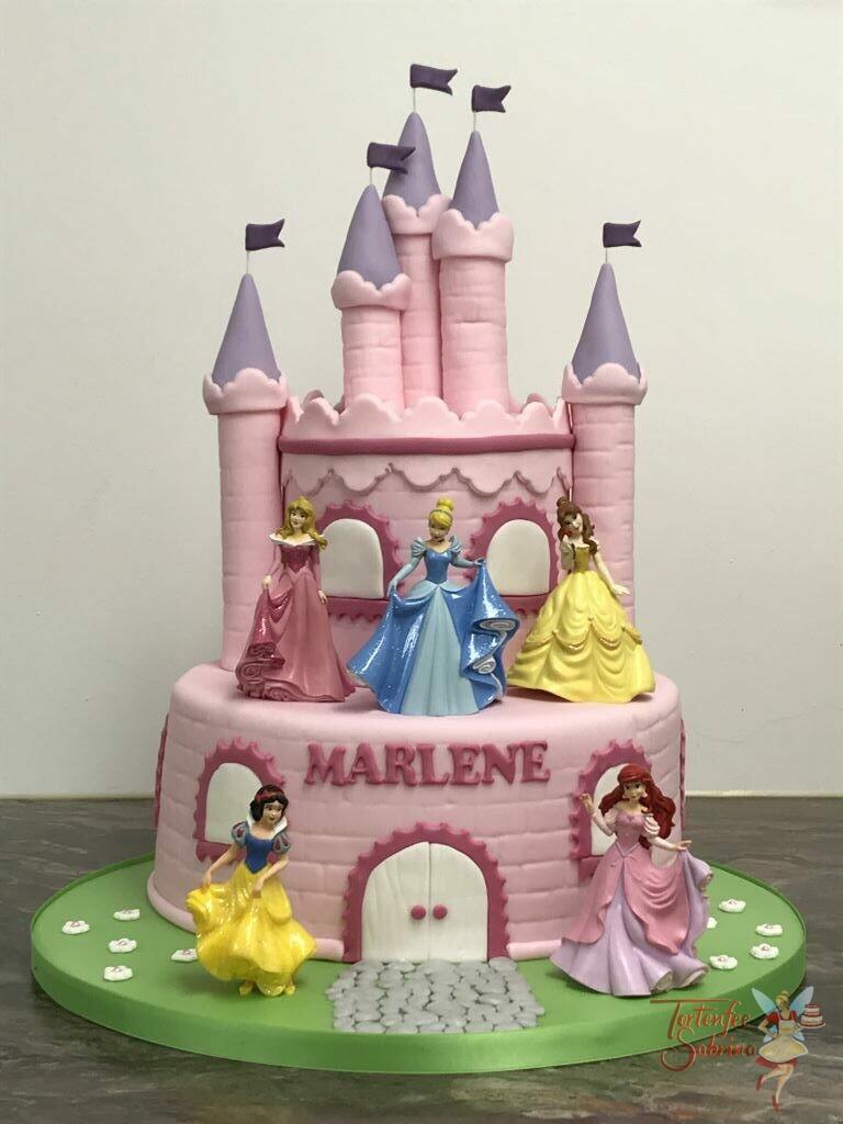 Geburtstagstorte - Rosa Traumschloß mit vielen Türmen und Fahnen, versammelt haben sich auf der Torte die Prinzessinen.