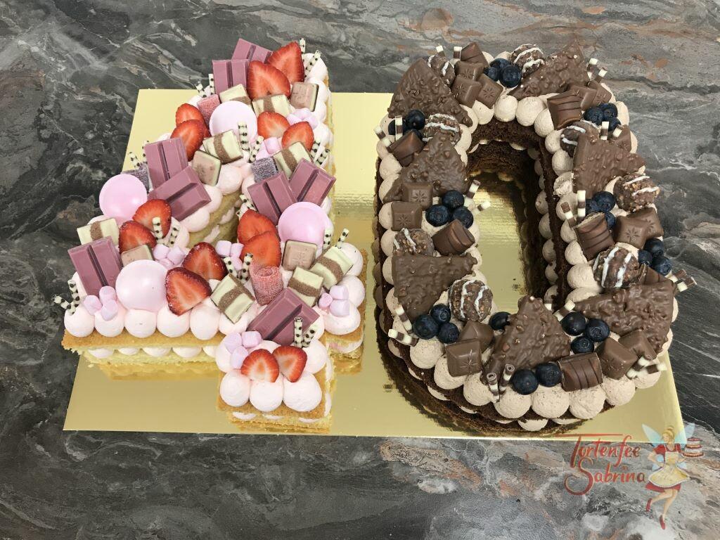 Geburtstagstorte Erwachsene - Rosa und Schokolade hier ziert die 40zig rosa Süßigkeiten und Erdbeeren, sowie Schokolade und Heidelbeeren.