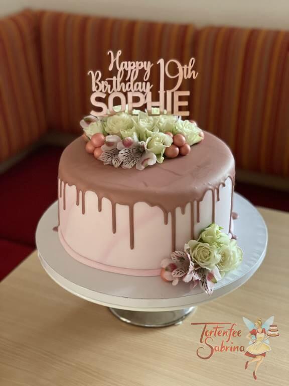 Geburtstagstorte Erwachsene - Rose mit Blumen, hier wurde die Torte mit einem Drip in der Farbe rose verziert, ganz oben ist der persönliche Cake-Topper.