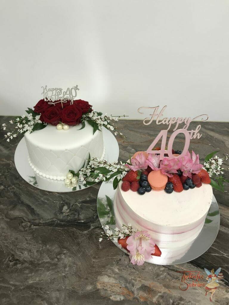 Geburtstagstorte Erwachsene - Rote Rosen und Früchte zieren diese Torten, ebenfalls sind sie mit einem Cake Topper verziert.
