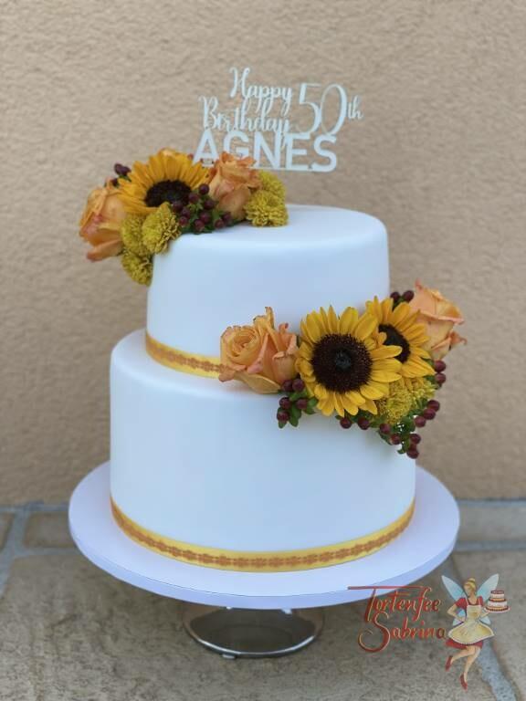 Geburtstagstorte Erwachsene - Sonnenblumen und Rosen zieren diese Torte, ganz oben ist der persönliche Cake Topper.