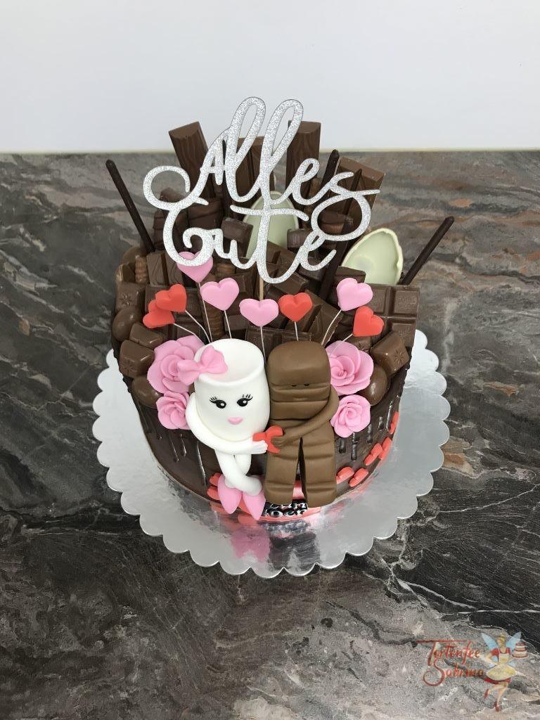 Geburtstagstorte Erwachsene - Süßer Schokoriegel mit Milchglass und vielen verschiedenen Süßigkeiten. Ebenso wurde die Torte mit Herzen und Blumen verziert.