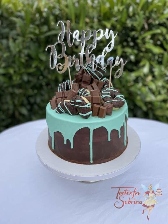 Geburtstagstorte Erwachsene - Süßigkeiten in der Farbe türkis, hier zieren Donuts und Schokoriegel die Torte.