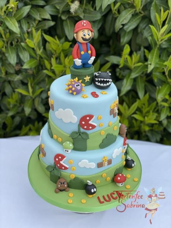 Geburtstagstorte Buben - Super Mario und der Kettenhund, ebenfalls auf der Torte sind Münzen und Sterne.