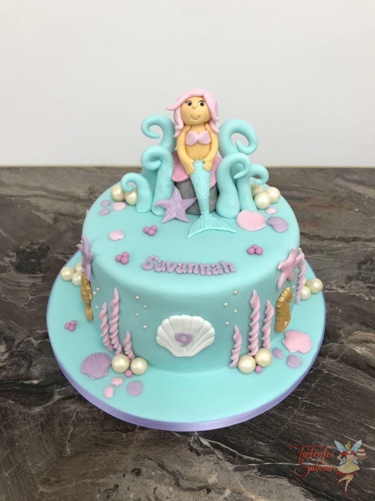 Geburtstagstorte Mädchen - Unterwasserthron, hier sitzt eine schöne Meerjungfrau auf ihrem Thron umgeben von Muscheln und Perlen.
