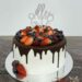 Geburtstagstorte Erwachsene - Viele Beeren sind auf dieser Torte mit schokoladigen Drip und glitzerndem Cake Topper.