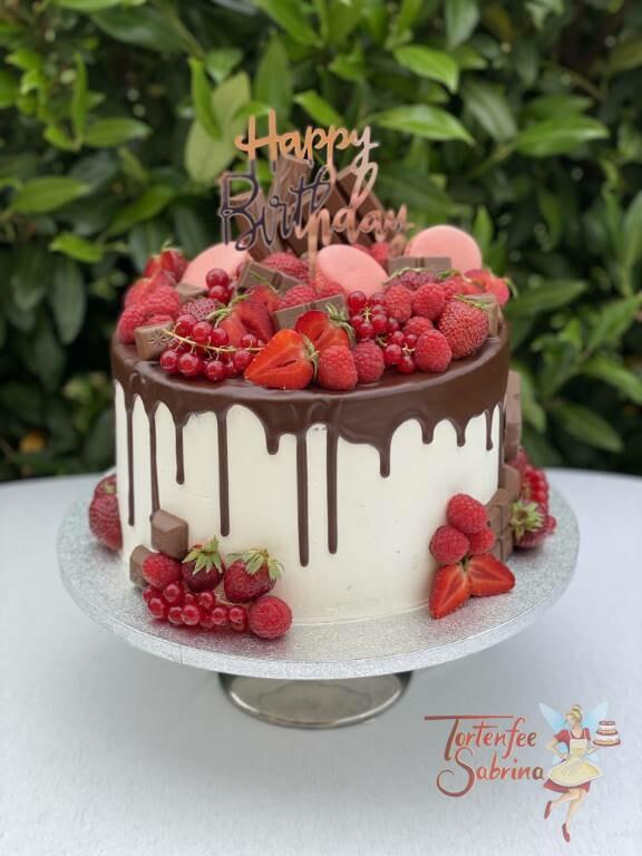 Geburtstagstorte Erwachsene - Viele Beeren auf der Schokolade des Drip-Cake, fehlen darfa auch der Cake-Topper nicht.