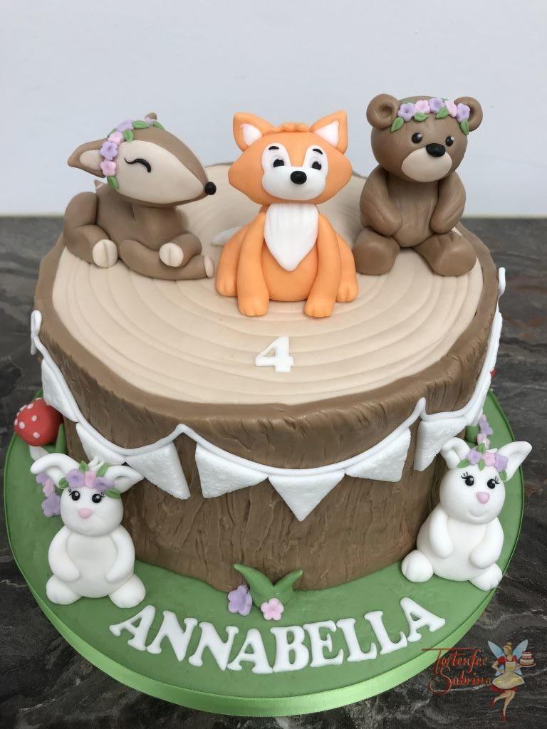Geburtstagstorte Mädchen - Waldtiere am Baumstumpf, hier treffen Reh, Fuchs, Bär und Häschen auf einander. Dazu gibt es passende Cake Pops.